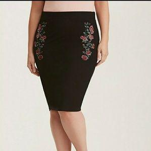 Torrid Rose embroidered black stretch pencil skirt